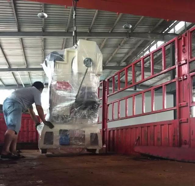 25吨高速冲床装车,25吨冲床装车
