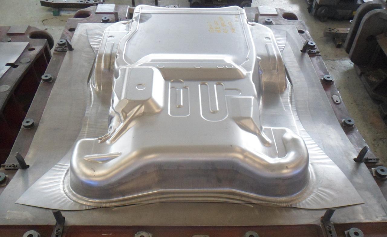 800吨冲床,汽车发动机罩冲压,发动机侧盖冲压,发动机护板冲压