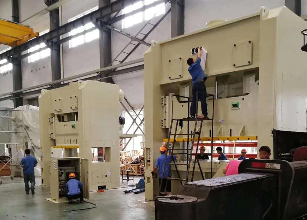 400吨冲床